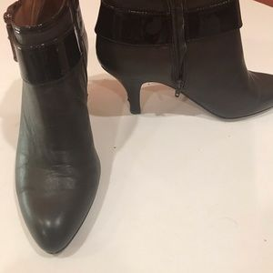 Sofft ankle boots; coffee leather w/ patent accent